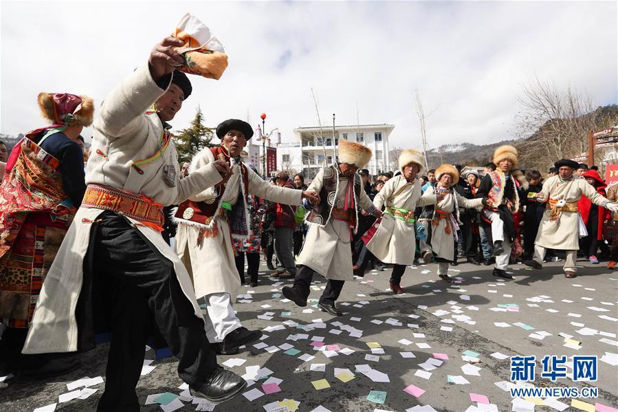 """(社会)(2)夹金山下藏族群众欢度""""上九节"""""""