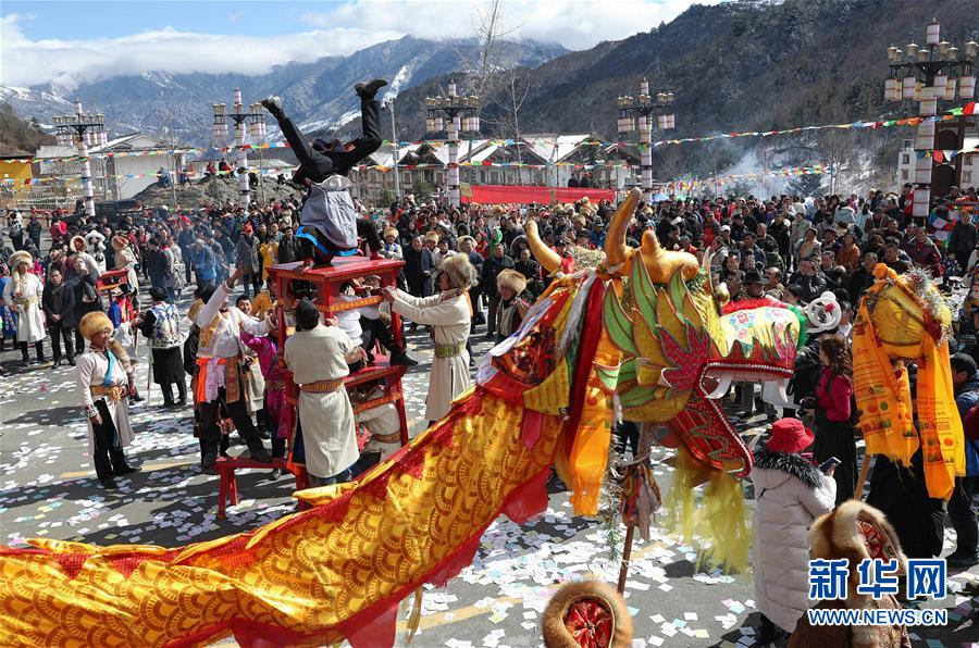 """(社会)(5)夹金山下藏族群众欢度""""上九节"""""""