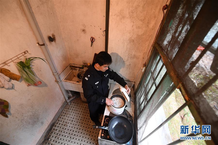 (图片故事)(10)铁路民警与一座小站的不了情