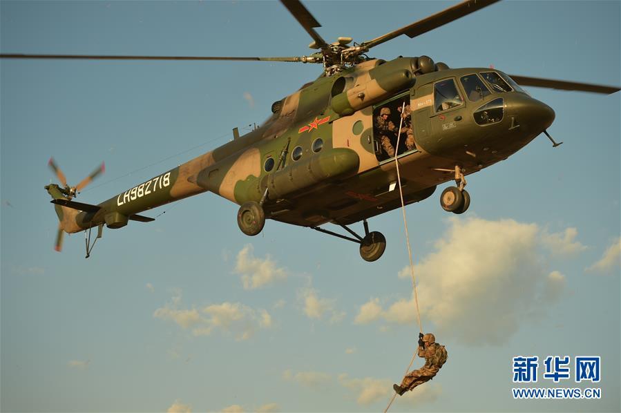 (图文互动)(1)陆军第75集团军:多岗锻炼打造空地一体全能飞行员