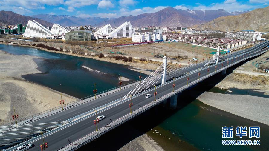 (图文互动)(1)西藏力争三年内实现所有乡镇和建制村通公路