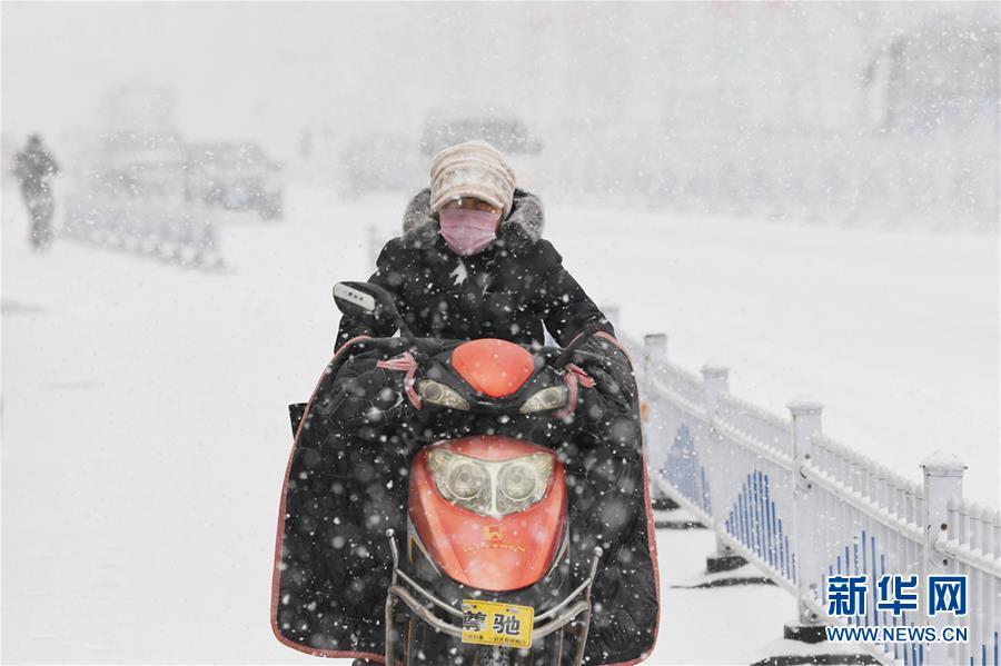 #(生态)(1)辽宁朝阳迎降雪
