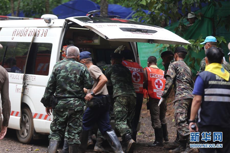 (国际)(2)第一批泰国少年足球队员获救