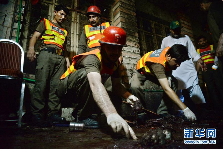 (国际)(4)巴基斯坦一政治集会遭自杀式爆炸袭击13人死亡