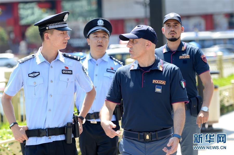 (社会)(3)中意警方启动第二次在华警务联合巡逻