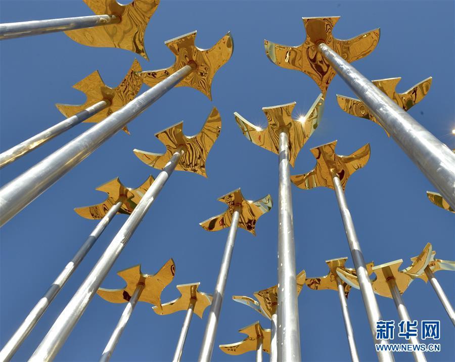 (文化)(1)艺术之花绽放沙漠——2018首届中国·民勤沙漠雕塑国际创作营开幕