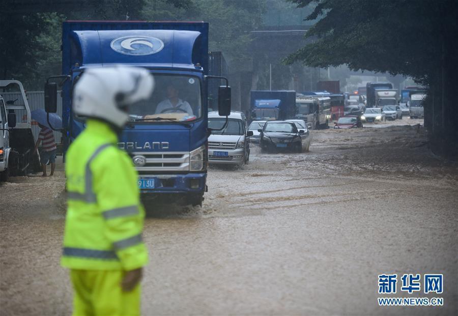 (环境)(1)深圳遭遇暴雨天气