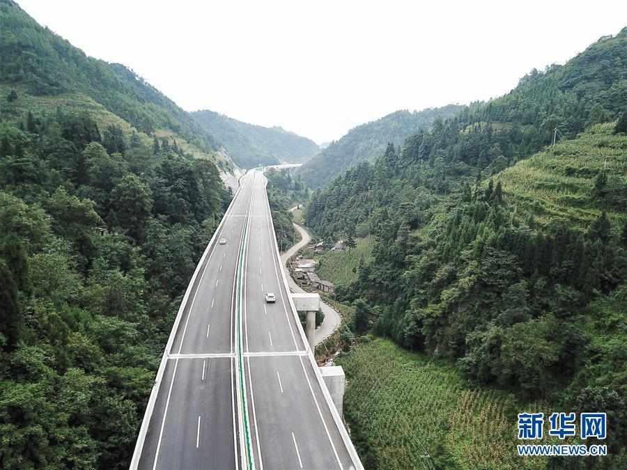 (经济)(1)贵州织普高速建成通车