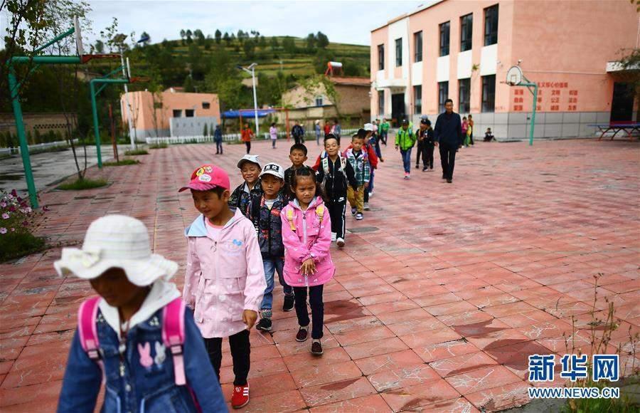 (图片故事)(2)山村教学点的开学日