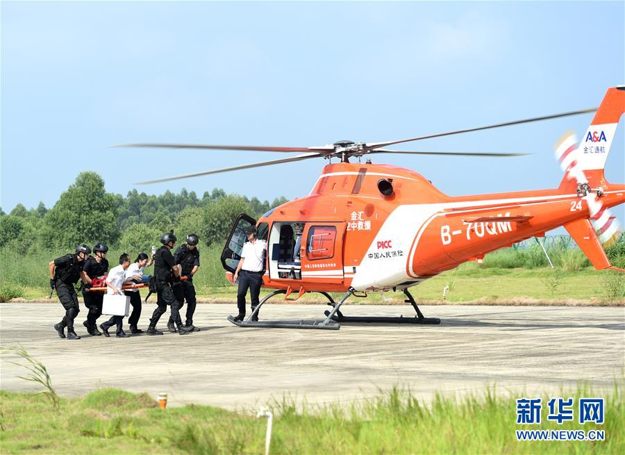 """(社会)(2)广西南宁:""""空中110""""""""空中120""""演练护平安"""