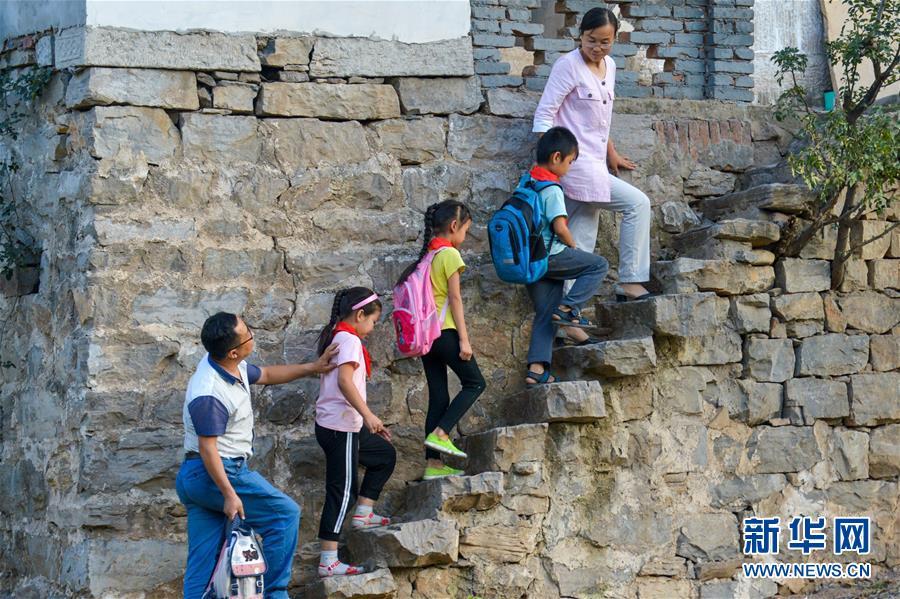 (教育)(1)乡村教师——用奉献坚守铺就农村孩子成才路