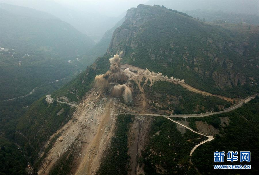 (社会)(1)北京房山军红路实施爆破清理