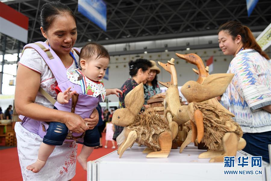 """(XHDW·中国-东盟博览会)(1)东博会上""""萌物""""多"""