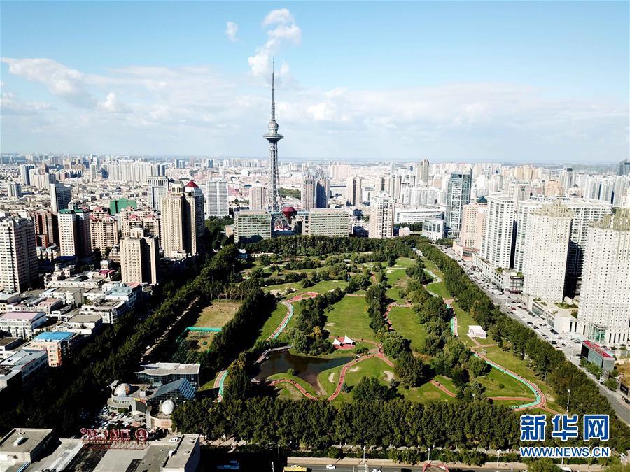 """(社会)(1)哈尔滨:高尔夫球场""""变身""""开放公园"""