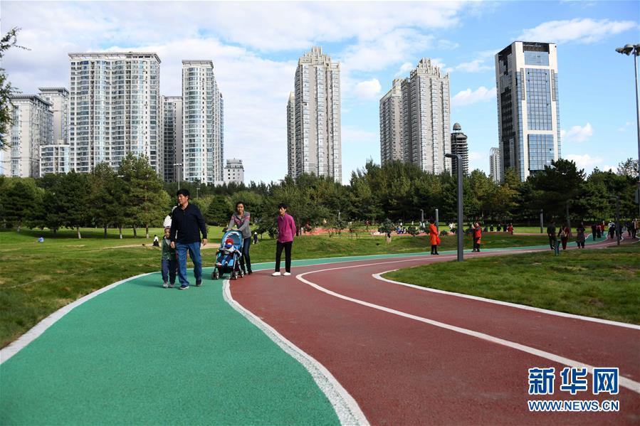 """(社会)(3)哈尔滨:高尔夫球场""""变身""""开放公园"""