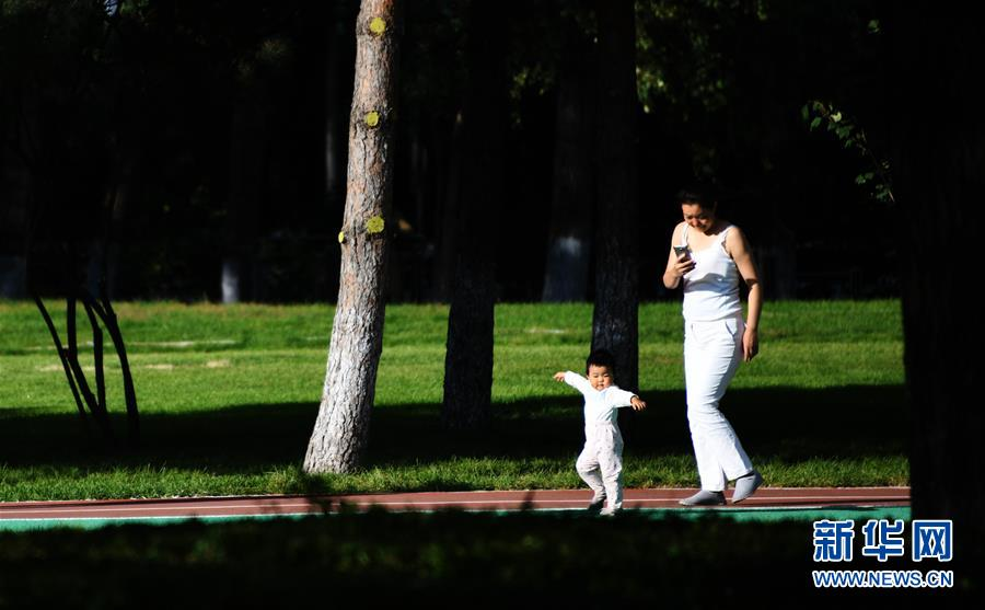 """(社会)(4)哈尔滨:高尔夫球场""""变身""""开放公园"""