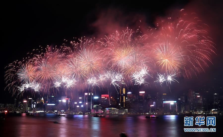 (XHDW)(1)香港举行国庆烟花汇演