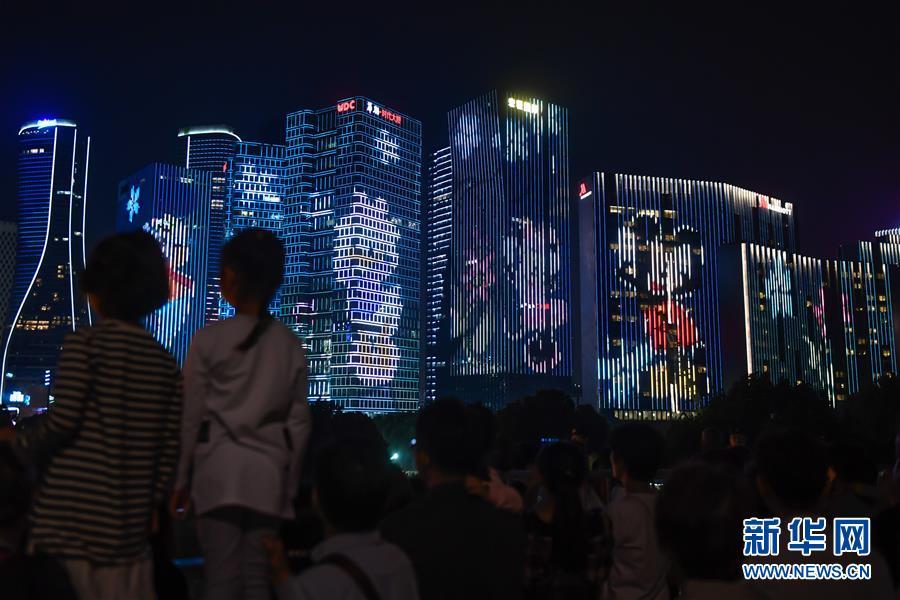 """(社会)(1)浙江杭州:""""我爱你中国""""主题灯光秀璀璨亮相"""