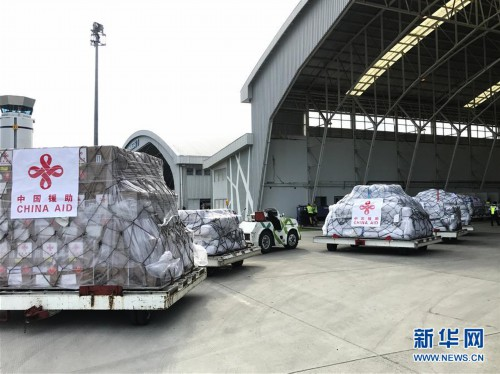 (国际)(2)中国政府首批人道主义救灾物资运抵印尼