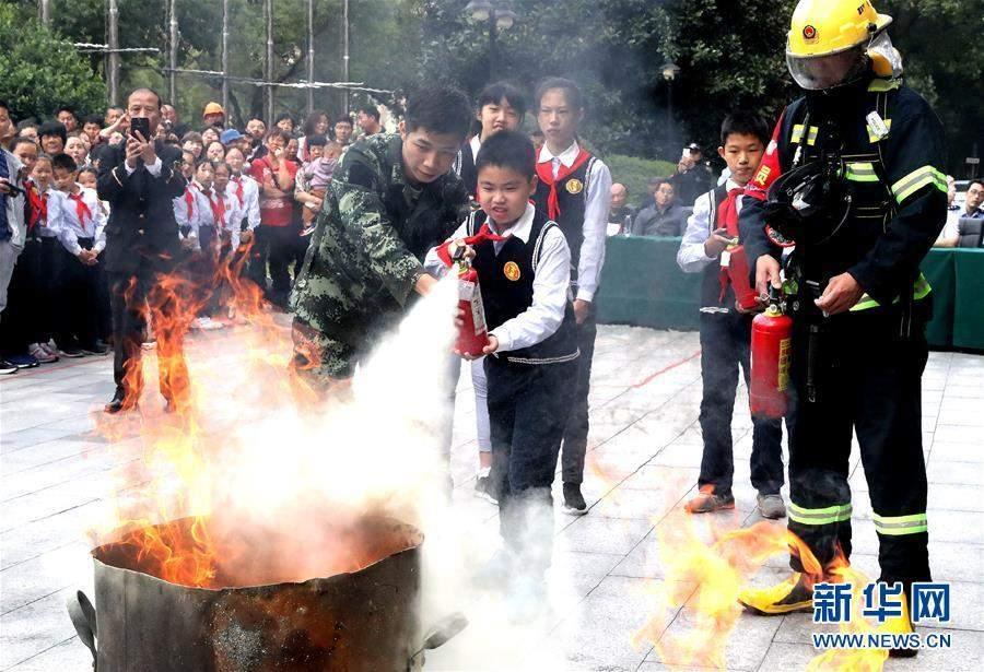 (聚焦进口博览会)(1)进博会疏导区举行消防救援综合演练