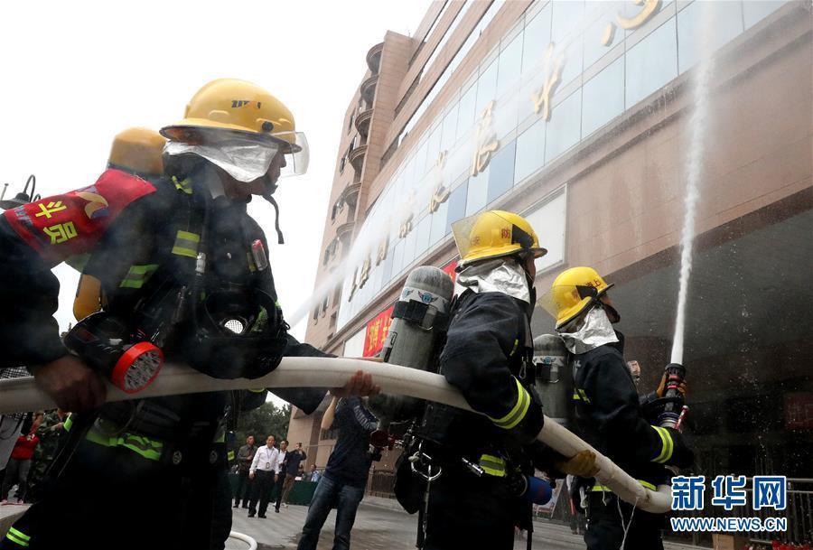 (聚焦进口博览会)(2)进博会疏导区举行消防救援综合演练