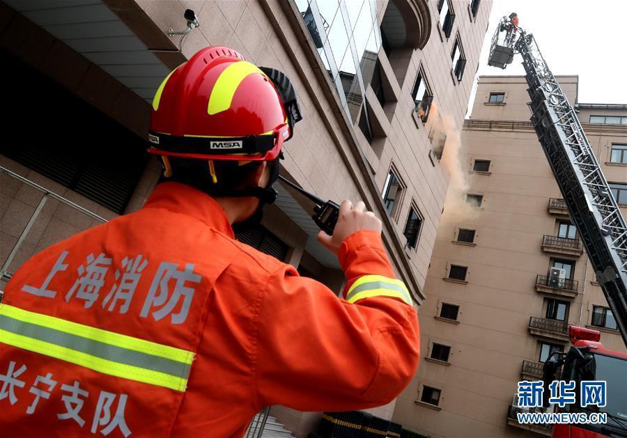 (聚焦进口博览会)(3)进博会疏导区举行消防救援综合演练