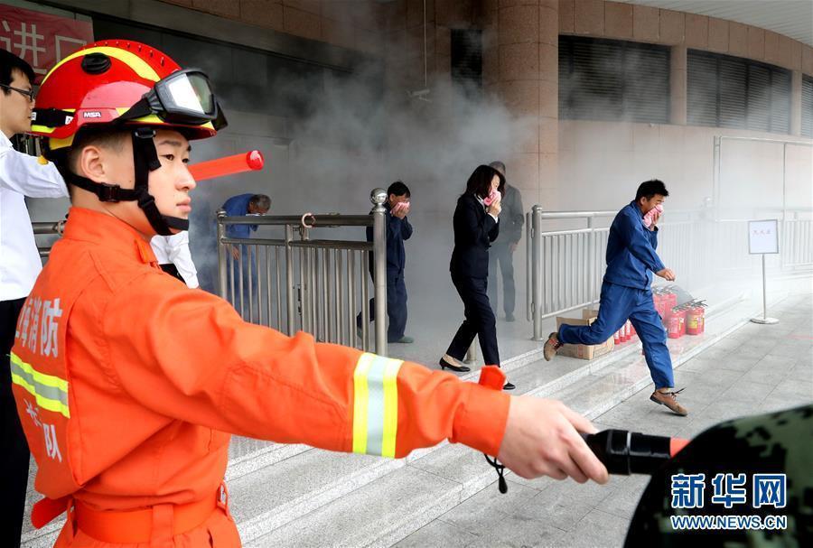 (聚焦进口博览会)(4)进博会疏导区举行消防救援综合演练