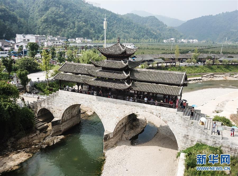 (新华全媒头条·图文互动)(10)从万桥飞架看中国奋斗——在贵州高高的山岗上