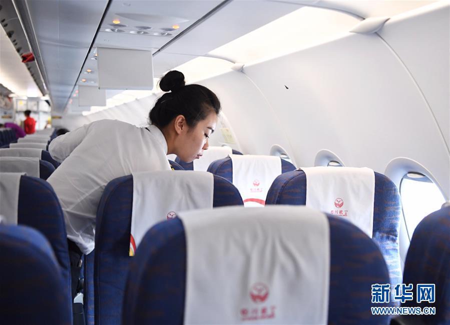 """(图片故事)(6)""""90后""""航空安全员汤春燕:""""愿每一次飞行都喜乐平安"""""""
