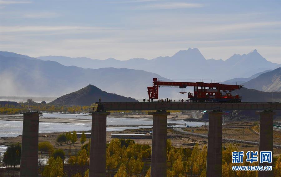 (经济)(2)川藏铁路拉林段正式进入铺轨阶段