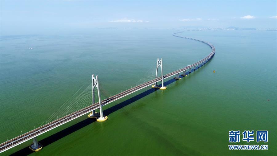(新华全媒头条·图文互动)(1)一桥越沧海——写在港珠澳大桥开通之际
