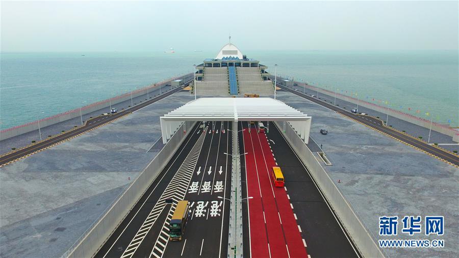 (社会)(7)港珠澳大桥正式通车