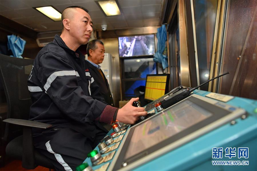 (经济)(3)大秦铁路运煤忙