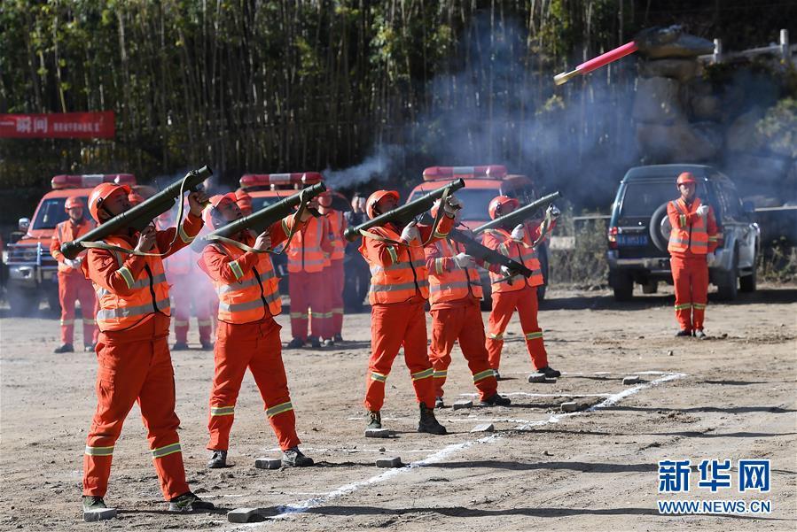 (社会)(3)陕西举行秦岭林区森林火灾扑救演练