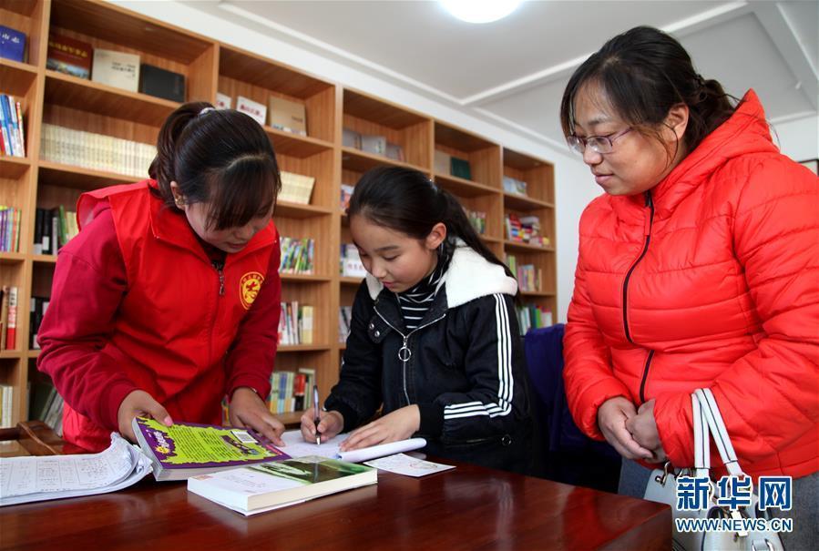 (文化)(1)公益书屋飘书香