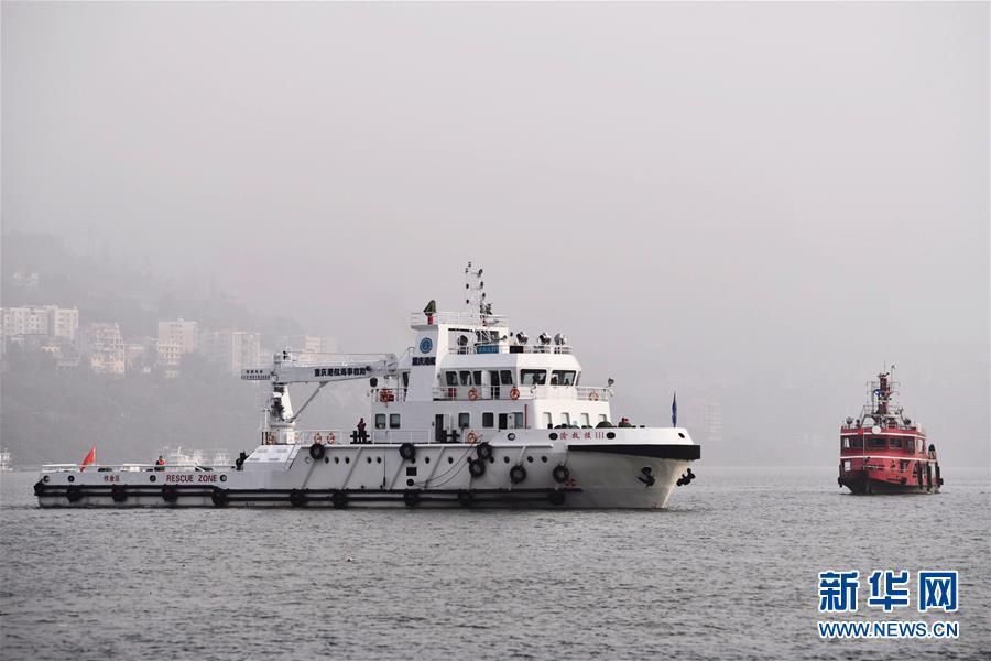 (重庆公交车坠江事故·后续)(1)重庆万州公交客车坠江事故救援工作继续紧张有序进行