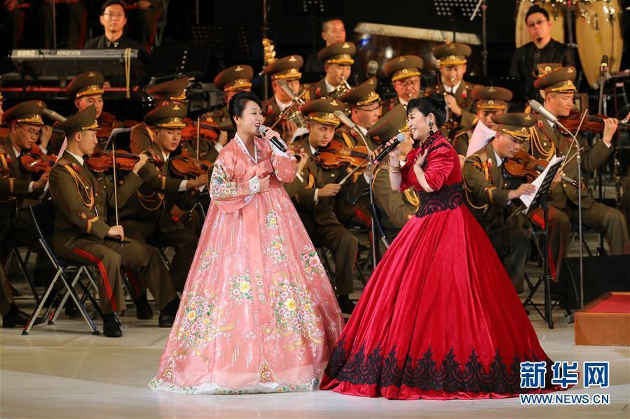 (国际)(1)中朝文艺工作者首场联合演出在平壤举行