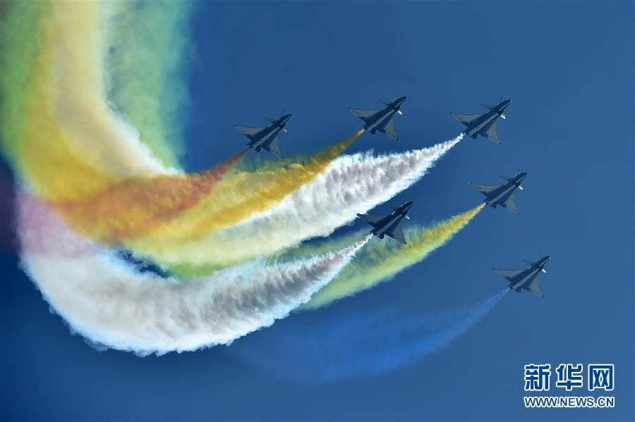 (科技)(1)中国空军飞行表演异彩纷呈