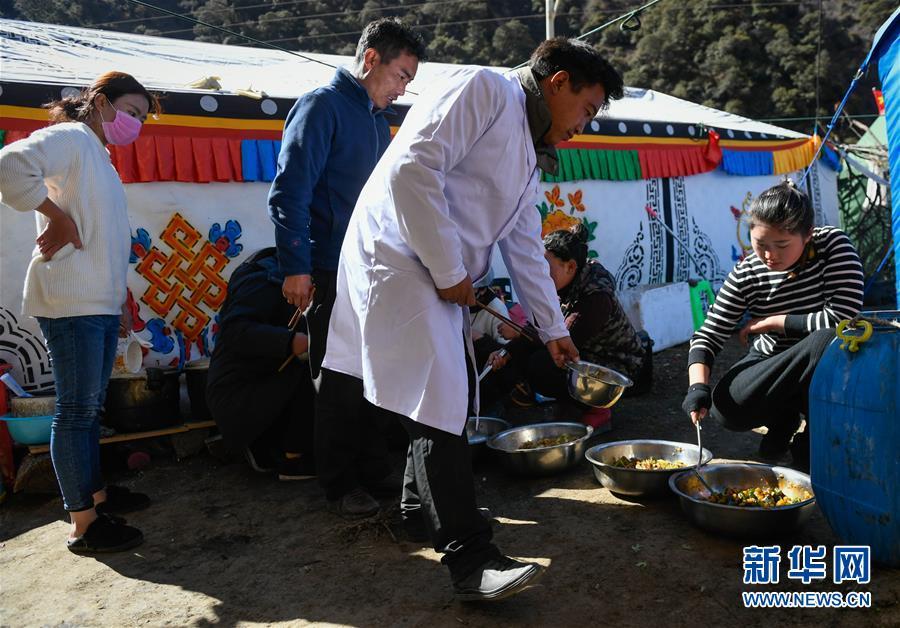 (图文互动)(5)生活物资供应充足 群众安全有保障——西藏金沙江堰塞湖安置点见闻