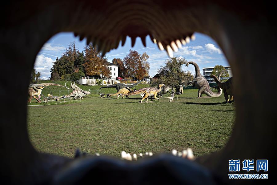 (国际)(1)苏黎世湖畔的恐龙模型展