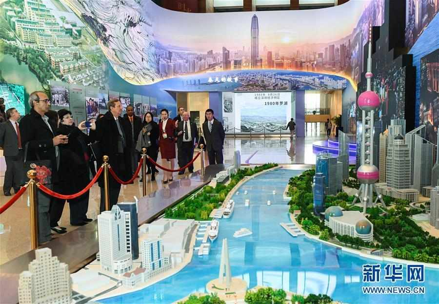 """(文化)(1)""""偉大的變革——慶祝改革開放40周年大型展覽"""" 迎來外賓專場"""