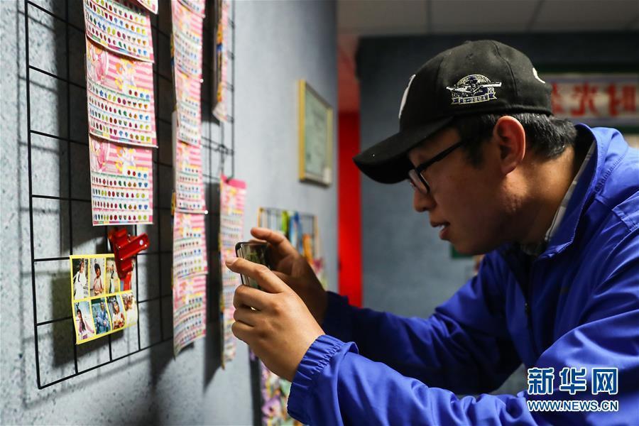 """(社会)(1)""""伟大的变革——庆祝改革开放40周年大型展览""""上的""""杂货铺"""""""