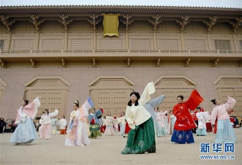 (文化)(2)西安:汉服巡游展示传统文化