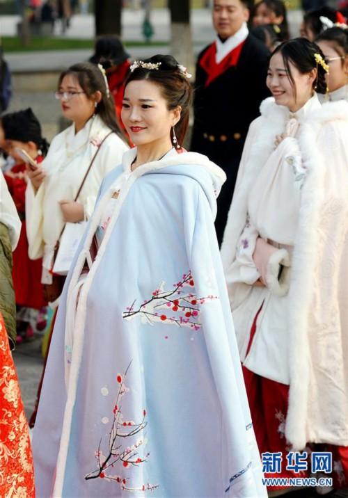 (文化)(4)西安:汉服巡游展示传统文化