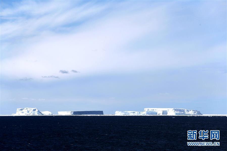 """(""""雪龙""""探南极)(1)""""雪龙""""号进入南极圈 将开展卸货作业"""
