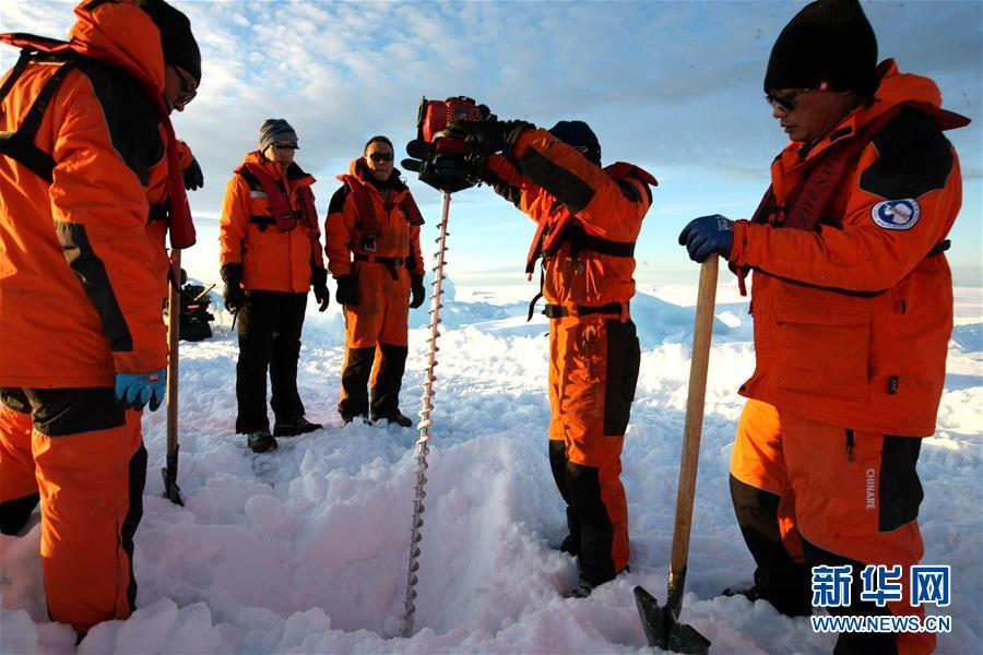 """(""""雪龙""""探南极·图文互动)(1)通讯:44公里探冰""""筑路""""记"""