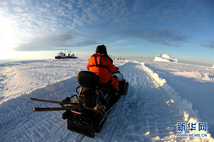 """(""""雪龙""""探南极·图文互动)(2)通讯:44公里探冰""""筑路""""记"""