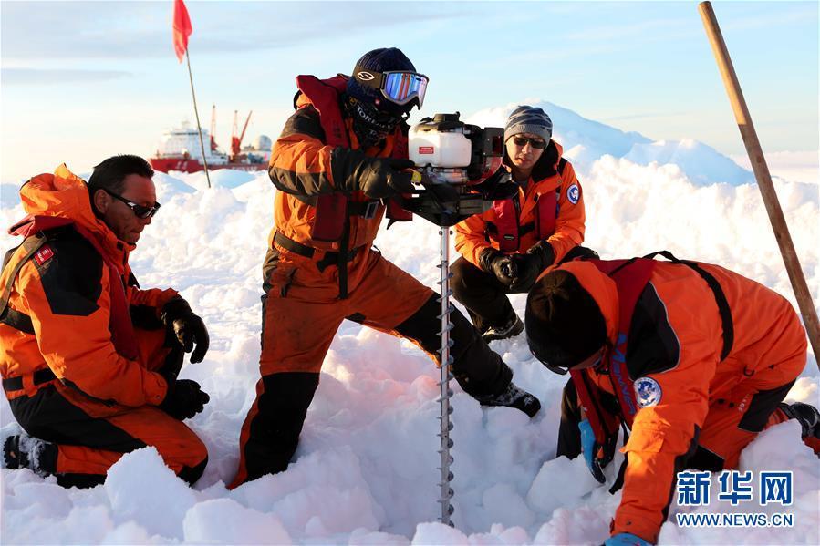 """(""""雪龙""""探南极·图文互动)(3)通讯:44公里探冰""""筑路""""记"""