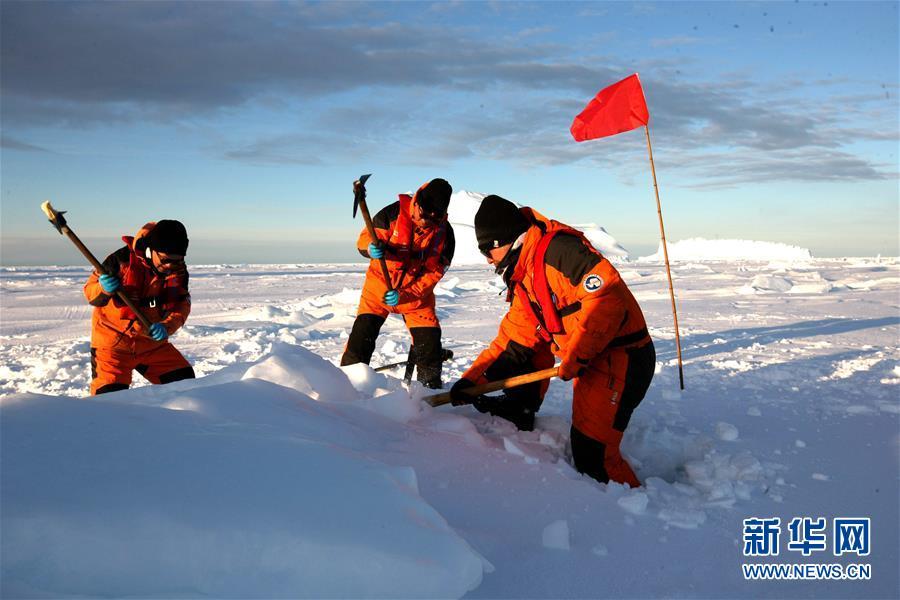 """(""""雪龙""""探南极·图文互动)(5)通讯:44公里探冰""""筑路""""记"""