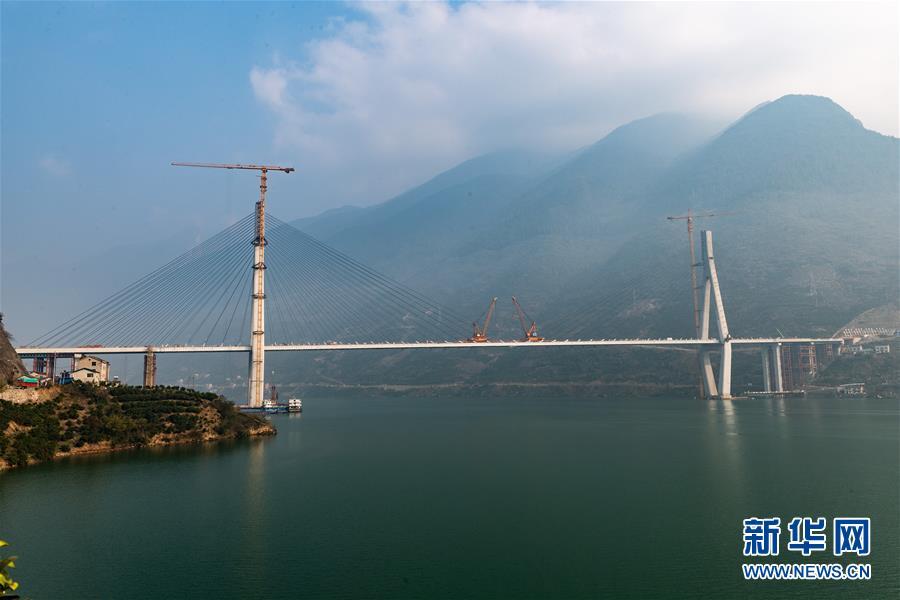 #(社会)(1)湖北秭归:香溪河大桥顺利合龙